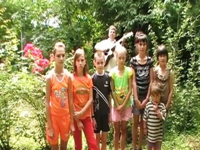 Copiii din Suharau canta Andrii Popa